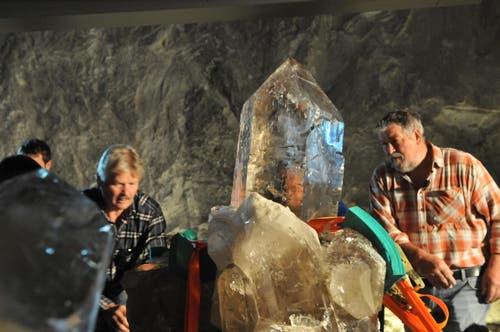 19. Mai: Die Riesenkristalle sind zurück auf dem Gotthard. Der Jahrhundertfund erhält eine permanente Ausstellung im Museum Sasso San Gottardo. (Bild: Anian Heierli / Neue UZ)