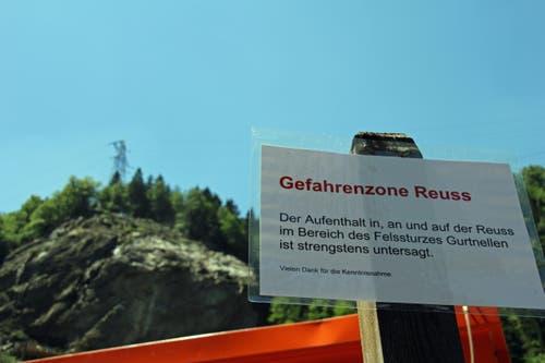 Warnung beim Felssturzgebiet. (Bild: René Meier / Luzernerzeitung.ch)