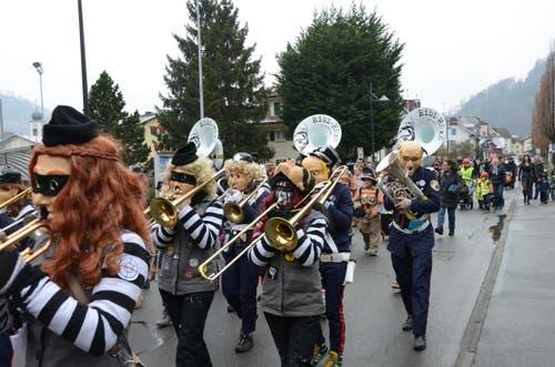Die Dallenwiler Guuggenmusik Ribi-Häxä ist auch mit von der Partie. (Bild: Martin Uebelhart (Stansstad, 10. Februar 2018))
