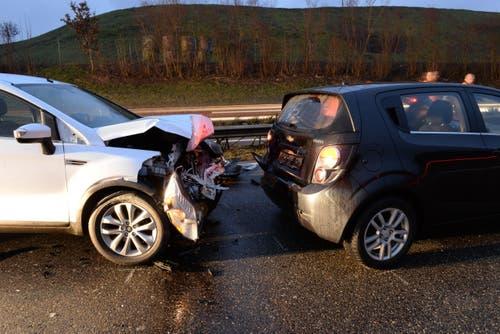 23.01.2015: Auffahrkollision zwischen fünf Autos bei Buchrain. (Bild: Luzerner Polizei)
