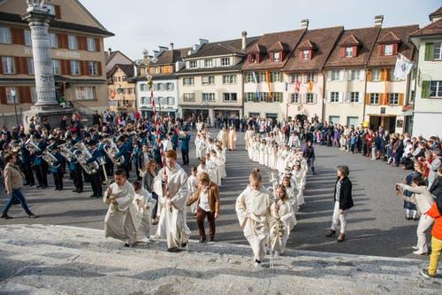 Der Einzug in die Pfarrkirche Sempach. (Bild: Roger Grütter / Neue LZ)