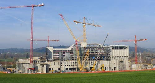 Für das Jahr 2014 stehen nun die weitere Montage der Verfahrenstechnik, der Stahlbau sowie die Fertigstellung des Dachs und der Fassaden auf dem Programm. (Bild: PD)