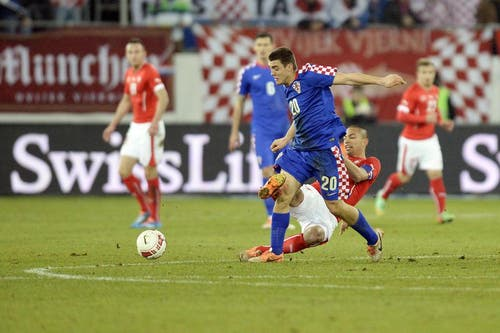 Mateo Kovacic zieht am Schweizer Gökhan Inler vorbei. (Bild: Keystone)