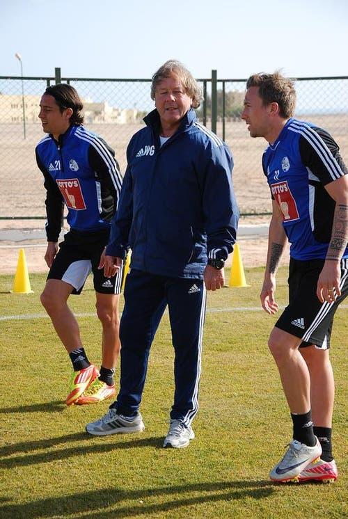 FCL-Konditionstrainer Walter Grüter mit Nelson Ferreira (links) und Daniel Gygax. (Bild: Daniel Wyrsch / Neue LZ)