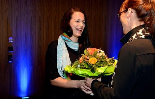 23.01.2013: Ramona Gubser ist die unbekannte Heldin des Jahres 2012. Die Siegerin leistete einem Verunfallten erste Hilfe. (Bild: Nadia Schärli / Neue LZ)