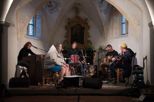 Hora'Band spielen im Beinhaus. (Bild: Corinne Glanzmann)