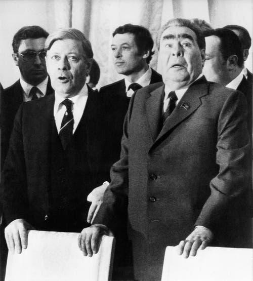 Helmut Schmidt und der sowjetische Parteichef Leonid Brezhnev im Kreml am 30. Juni 1980. (Bild: Keystone)