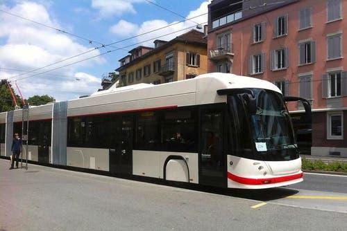 Seit Ende Juni sind die neuen R-Busse (Rapid Busse) im Netz der VBL unterwegs. Die Doppelgelenkbusse auf der Linie 1 sollen ein paar Minuten schneller sein, als die herkömmlichen Busse der Linie 1. (Bild: Michèle Bucher)