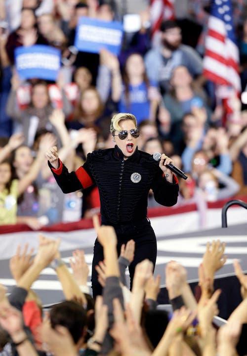 Lady Gaga an einer Veranstaltung von Hillary Clinton. (Bild: Keystone)