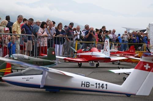 Modellbauer zeigen ihre Flugzeuge. (Bild: Philipp Schmidli)