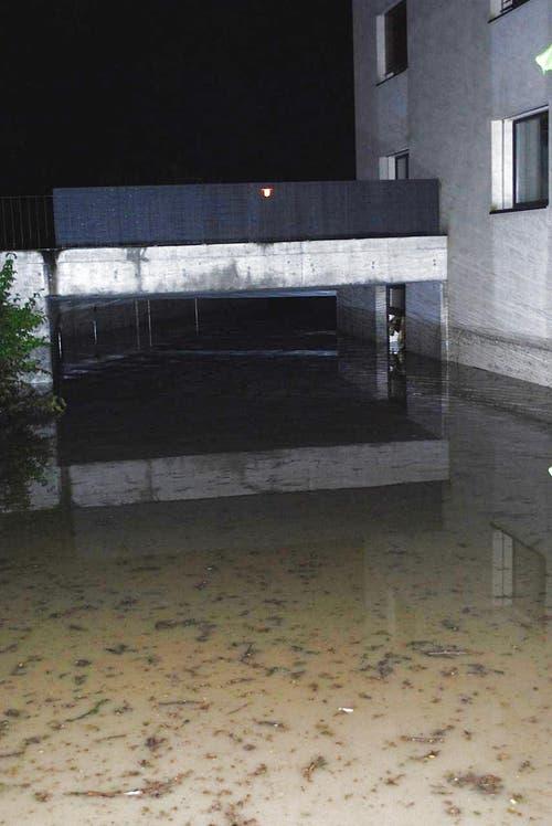 Hochwasser an der Würzenbachstrasse in Luzern. (Bild: Leser Michael Osborne)