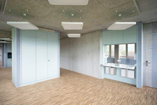 Um die Räume zu entflechten, sind die Ateliers der Tagesstätte in der Stiftung Weidli Stans unterteilt und mit Schiebetüren trennbar. Der Innenausbau ist einfach und zweckmässig. Alle statischen Teile sind in Sichtbeton ausgeführt. (Bild: PD)