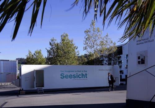 Container vom Kunsthaus Zug mit der Ausstellung Seesicht. (Bild: Werner Schelbert / Neue ZZ)