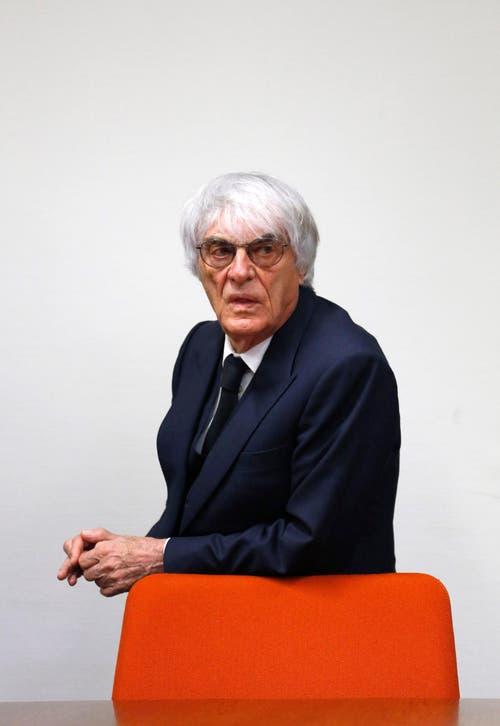 Formel-1-Boss Bernie Ecclestone macht eine ernste Miene bei der Gerichtsverhandlung in Mai im München. 44 Millionen Dollar soll er aufgeworfen haben, um einen deutschen Banker zu bestechen. (Bild: Keystone)