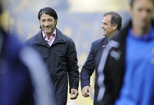 YB Trainer Erminio Piserchia (rechts) im Gespräch mit Murat Yakin. (Bild: Keystone)