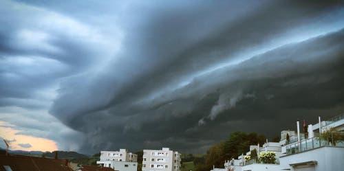 Gewitter über Willisau. (Bild: Leserbild Mario Rumi)