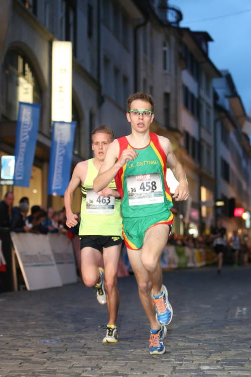Jonas Leuenberger vom LV Langenthal (links) und Simon Schüpbach von der Läuferriege Gettnau. (Bild: Philipp Schmidli)