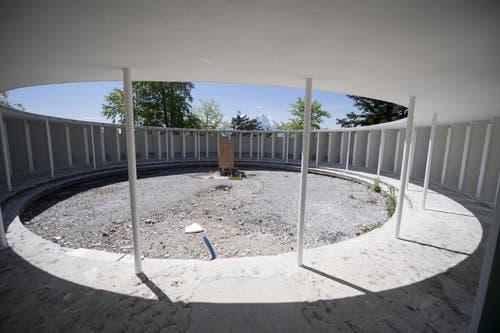 17.5.17: Die noch in Sanierung stehenden Umkleidekabinen des Swimmingpools. (Bild: Urs Flüeler / Keystone)