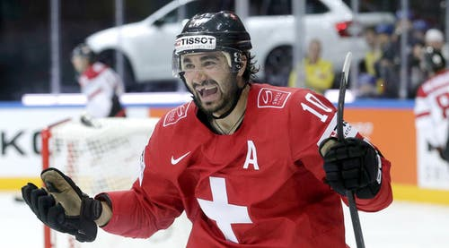 Der Schweizer Spieler Andres Ambühl feiert sein Tor zum 2:1 für die Schweizer. (Bild: Keystone / Petr David Josek)