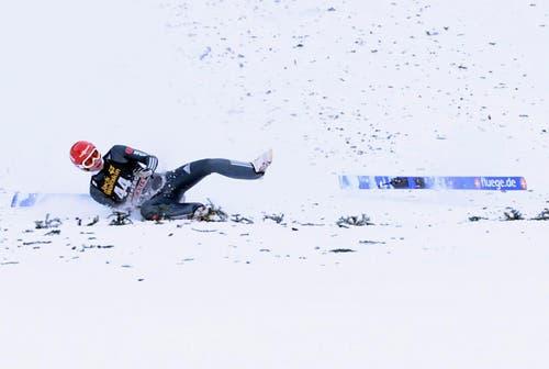 Andreas Wellinger aus Deutschland musste einen Sturz verkraften. (Bild: Urs Flueeler (KEYSTONE))