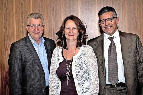 Regionale Firmen helfen mit, hier vertreten durch Kurt Sidler, VR-Präsident der Luzerner Raiffeisenbanken, Pia Fischer, Scherler AG Luzern und Felice Rosati, Fero-tekT AG, Buchrain. (Bild: Nadia Schärli / Neue LZ)