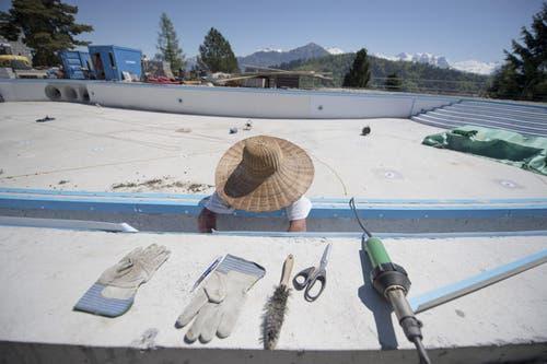 17.5.17: Dieser Swimmingpool wartet noch darauf, mit Wasser gefüllt zu werden. (Bild: Urs Flüeler / Keystone)