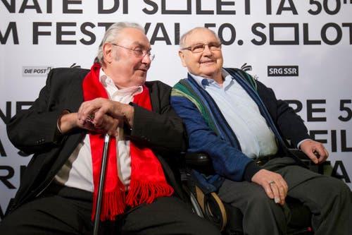 Zwei Schauspieler-Legenden starben 2015: Mathias Gnädinger (links, † 3. April) und Jörg Schneider ( † 22. August), bei der Filmpremiere ihres Films «Usfahrt Oerlike» am 23. Januar bei den 50. Solothurner Filmtagen. (Bild: Keystone / Peter Klaunzer)
