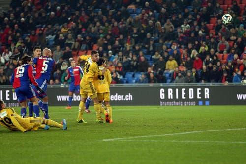 Luzerns Alain Wiss erzielt per Kopf das 1:0. (Bild: Philipp Schmidli / Neue LZ)
