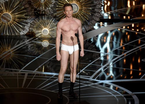 Bei der 87. Oscar-Show in Los Angeles geht so vieles schief. Moderator Neil Patrick Harris wollte mit seiner Unterhosen-Show auf den späteren Gewinnerfilm «Birdman» anspielen. (Bild: AP / John Shearer)