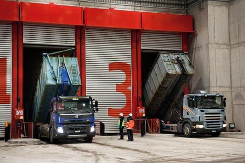 Pro Jahr werden 200'000 Tonnen Güsel aus der Zentralschweiz angeliefert. (Bild: Boris Bürgisser / Neue LZ)