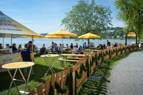 Biergarten direkt am See. (Bild: Boris Bürgisser / Neue LZ)