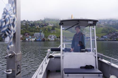 Felix Ammann fährt zum Planktonfischen. (Bild: Raphael Biermayr / Neue ZZ)