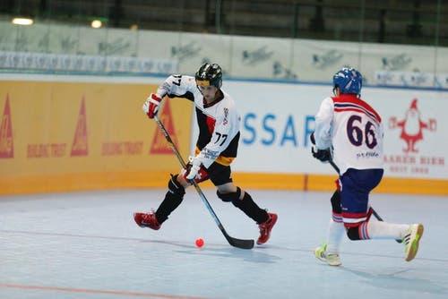 Die Nummer 77 der Schweizer ist am Ball. (Bild: Stefan Kaiser (Neue ZZ))