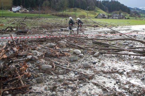 Bis am Mittag hatte sich das Wasser flächenmässig weit zurückgezogen. (Bild: Keystone / Urs Flüeler)
