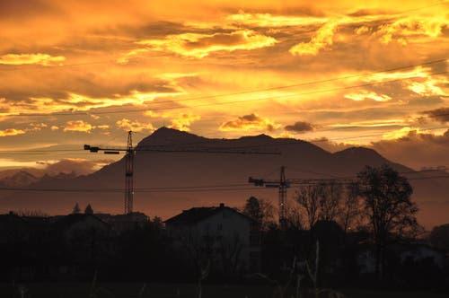 Der Himmel brennt über Rothenburg (Bild: Ramona Kritzer)