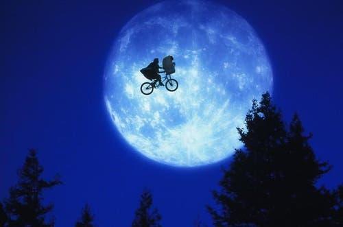 Das Originalbild aus dem Steven-Spielberg-Film « E.T. - Der Außerirdische». (Bild: Cinetext Bildarchiv)