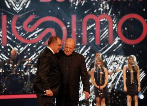 "Legenden unter sich: Joe Cocker mit Bernard Thurnheer in dessen letzter Sendung ""Benissimo"" am 1. Dezember 2012. (Bild: Keystone)"