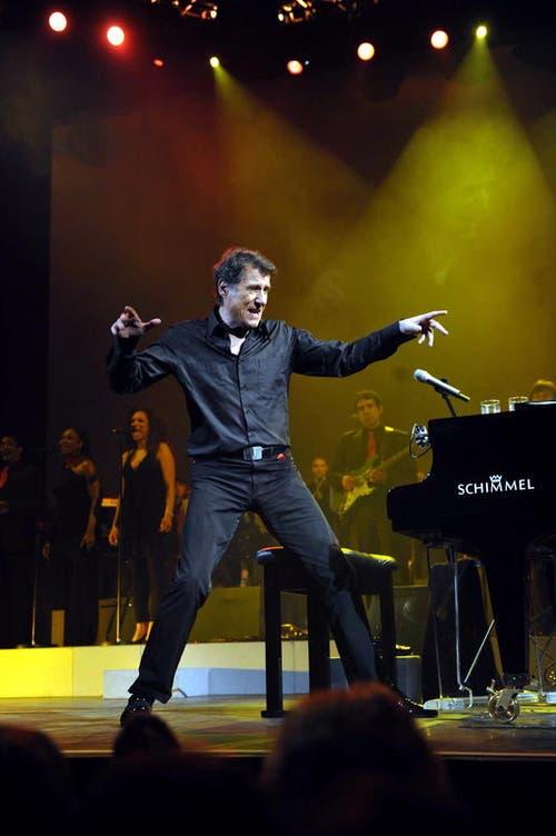 Udo Jürgens performt 2009 auf seiner Tournee «Einfach ich» im Hallenstation Zürich. (Bild: Archiv Neue LZ / André Häfliger)