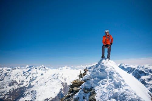 Der Urner Dani Arnold durchsteigt die Matterhorn-Nordwand (Schmid-Route) in der Rekordzeit von 1 Stunde und 46 Minuten und ist damit 10 Minutenn schneller als der bisherige Rekordhalter Ueli Steck. (Bild: PD / Christian Gisi)
