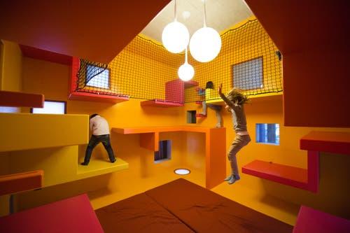 Der Spielturm im Kindergarten. (Bild: Dominik Wunderli / Neue LZ)