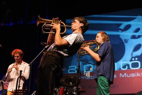 Trompeter Matthias Schriefl und sein Sextett im Theater Uri. (Bild: Urs Hanhart)