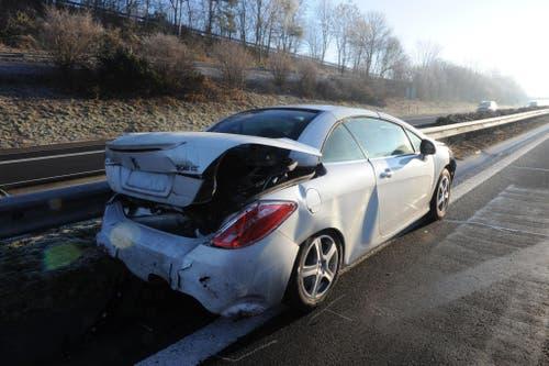 Wegen den Unfällen kam es auf der Autobahn A2 in Richtung Süden zu Rückstau. (Bild: Luzerner Polizei)
