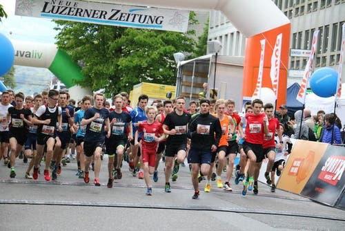 Läufer der Kategorien U16, U18 und U20 starteten gemeinsam. (Bild: Ramona Geiger / luzernerzeitung.ch)