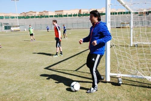 Murat Yakin, auch als Trainer noch immer stark am Ball. (Bild: Daniel Wyrsch/Neue LZ)