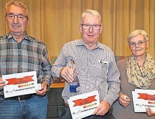 Niklaus Wenk siegte vor Albin Elsener (links) und Rita Imhof (31. Oktober). (Bild: Ernst Immoos / Bote der Urschweiz)
