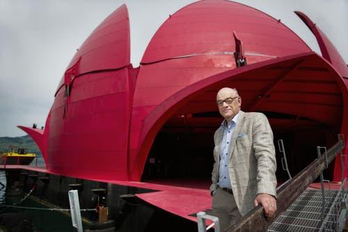 Gästival-Präsident Adelbert Bütler posiert auf der Seerose. (Bild: Corinne Glanzmann)