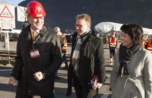 16.12.2013: Renzo Simoni, Vorsitzender der Alptransit AG, SBB-CEO Andreas Meyer und Bundesrätin Doris Leuthard (von links) bei der Eröffnung des Versuchsbetriebes in Biasca. (Bild: Keystone)