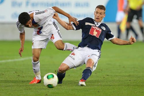 Luzerns Oliver Bozanic (rechts) gegen Basels Mohamed Elneny. (Bild: Philipp Schmidli / Neue LZ)