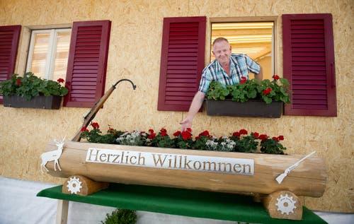 Ruedi Schnider in der Hütte der Sportschützen Schüpfheim. (Bild: Corinne Glanzmann)