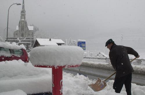 Wintereinbruch in der Karwoche 2006. Lungern lag unter 25 Zentimeter Neuschnee. (Bild: Neue OZ / Josef Reinhard)
